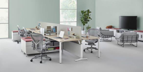 Cadeira ergonómica aeron em contexto de escritório