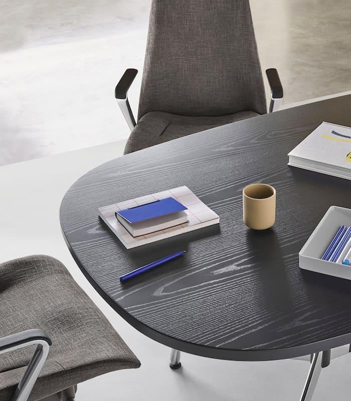 O conforto evidente das cadeiras estofadas para escritório